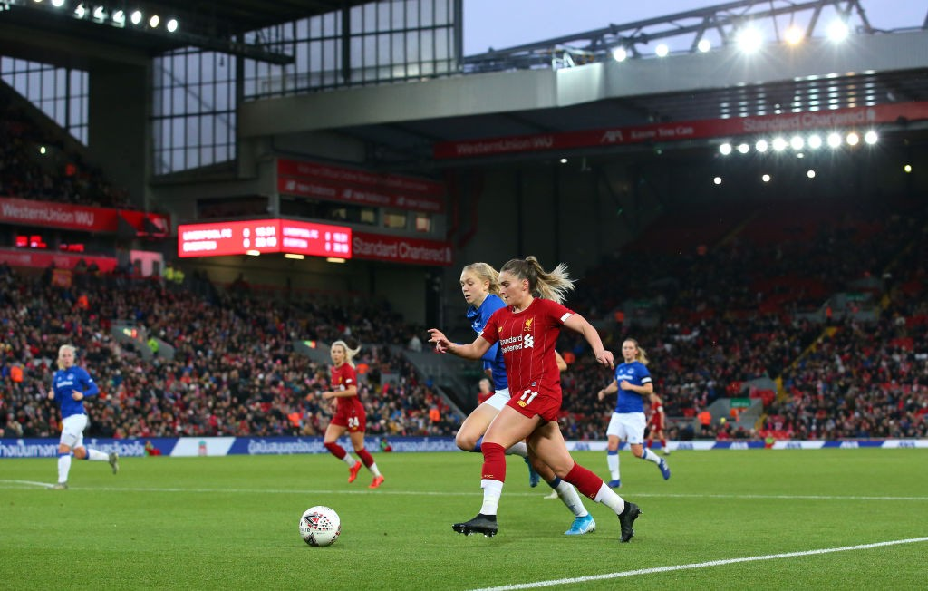 Anfield acogió a 23.500 en el derbi de Merseyside. / Getty Images