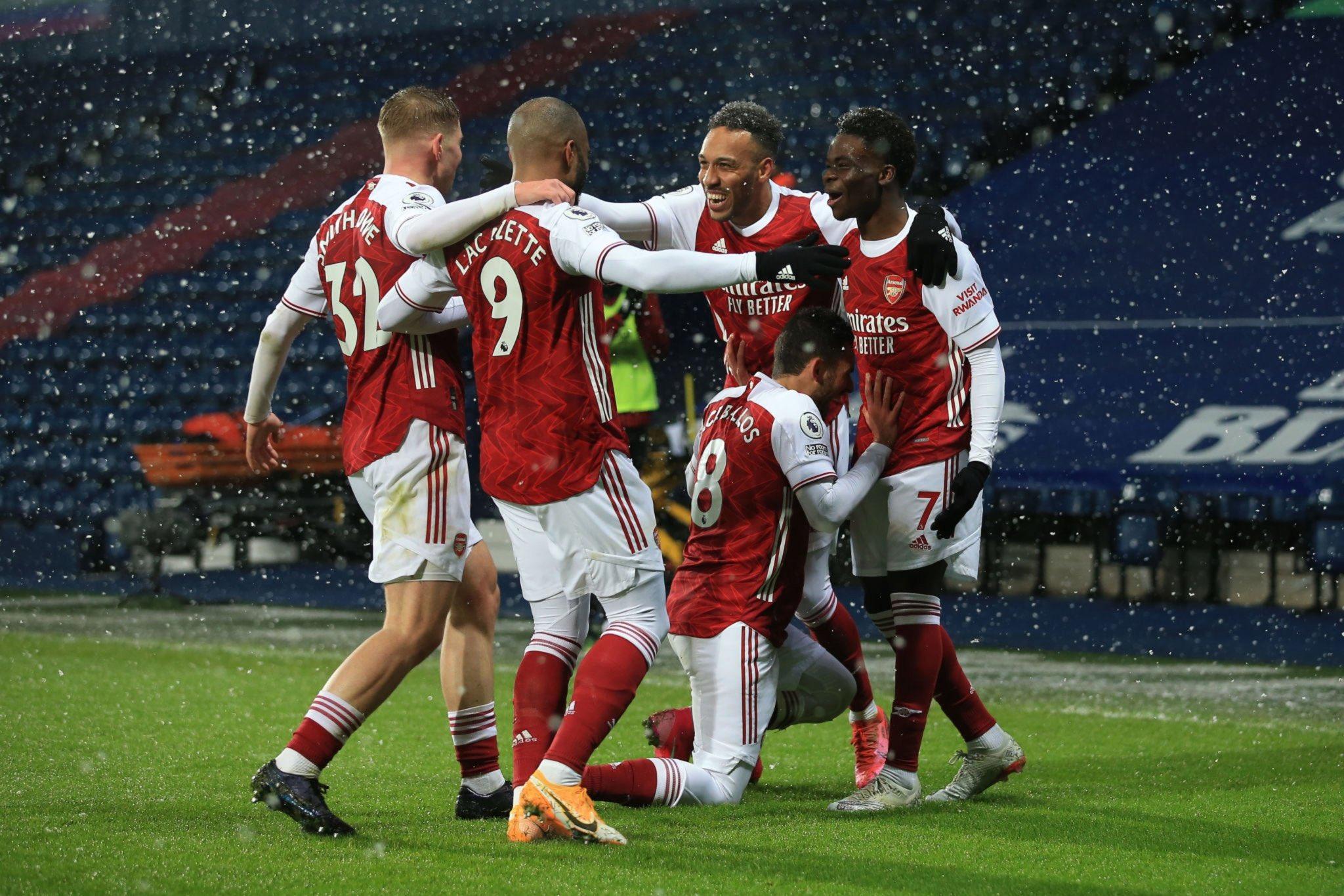El Arsenal ganó bajo la caída de la nieve en West Brom
