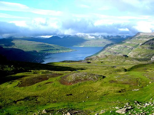 Paisaje de las Islas Feroe (un día sin niebla)