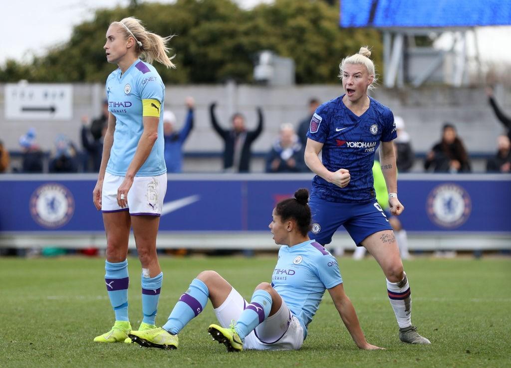 Bethany England celebra el primer gol para las Blues. / Getty Images