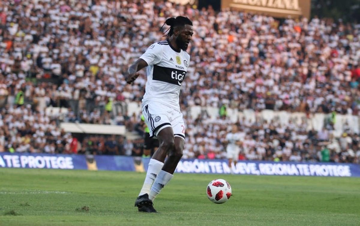 Emmanuel Adebayor está dejando huella en el fútbol paraguayo