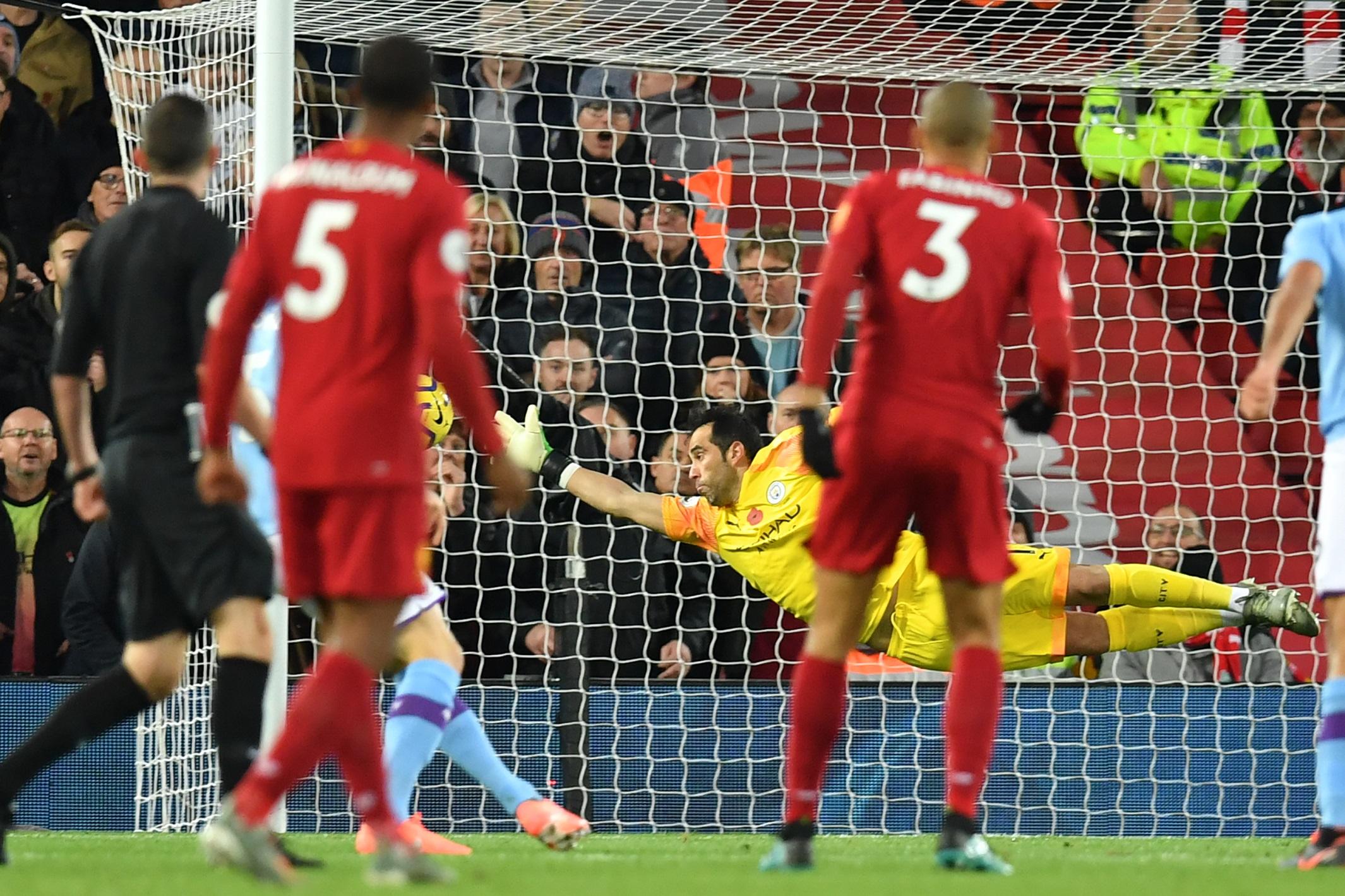 Fabinho marcando un golazo al Manchester City