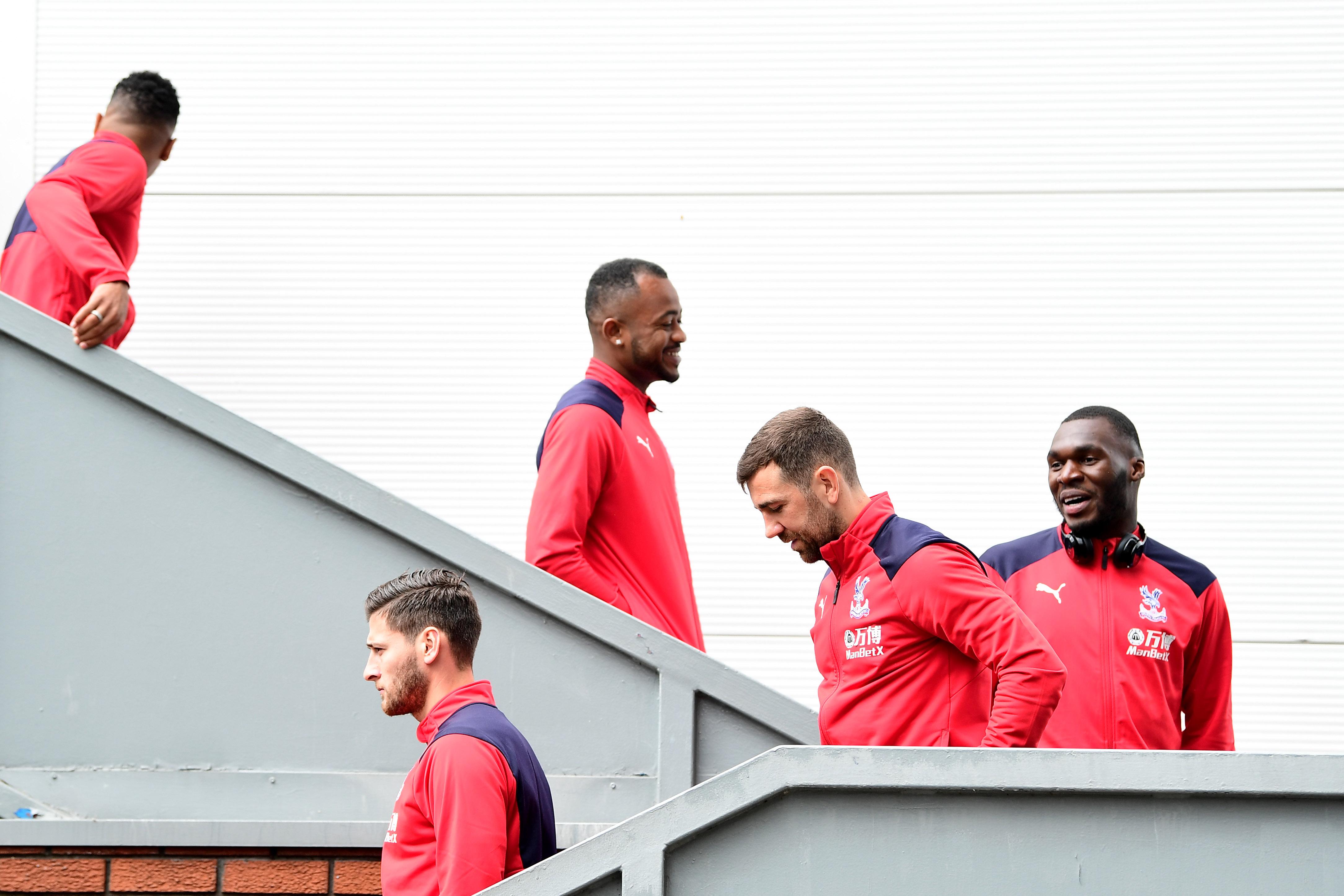 Jugadores del Crystal Palace bajando unas escaleras