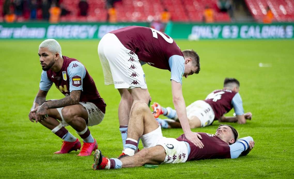 Grealish estaba desconsolado tras la derrota ante el Manchester City. / A.Villa
