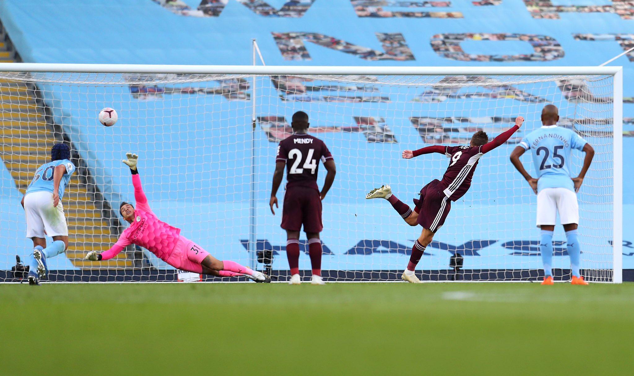 Jamie Vardy marcó un hat-trick, el Leicester ganó en el Etihad