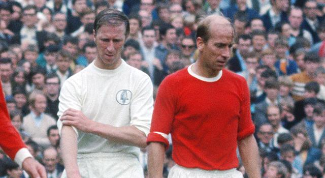 Los hermanos Charlton durante uno de sus enfrentamientos cara a cara. / Leeds United