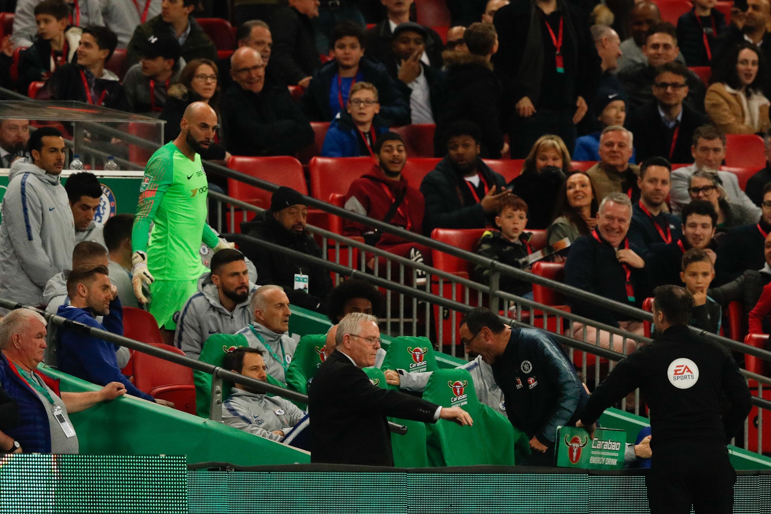 Maurizio Sarri envuelto en el caos de la final