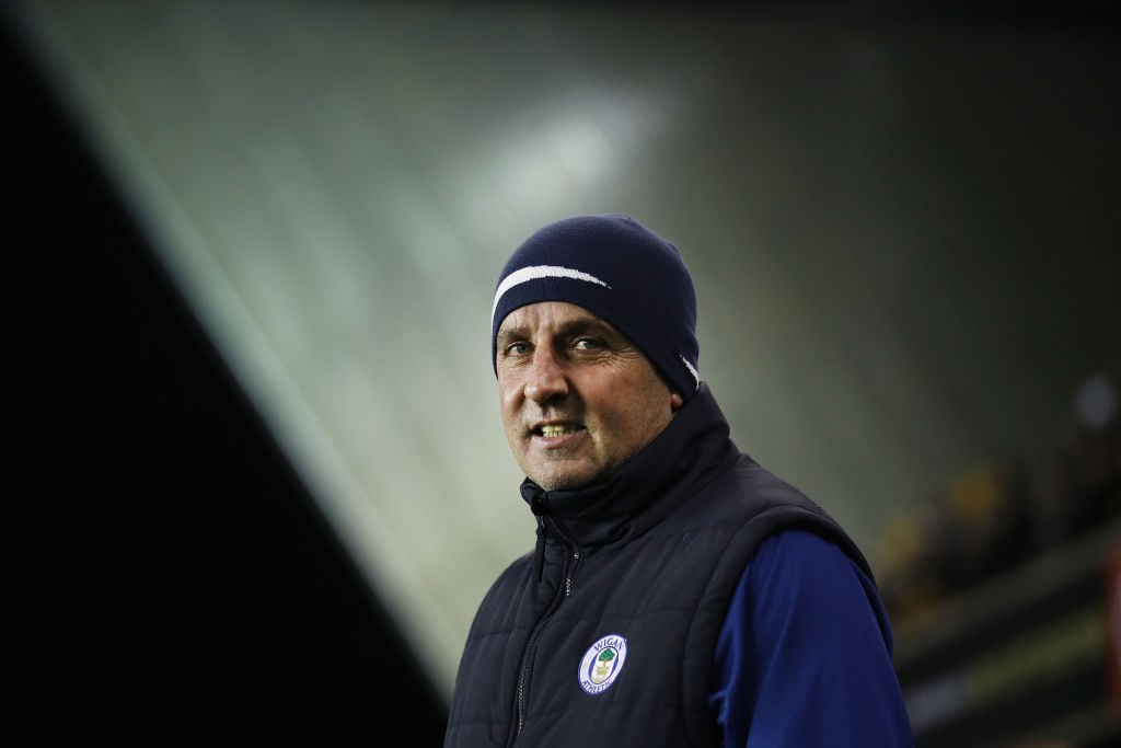 Paul Cook, cuestionado en Wigan