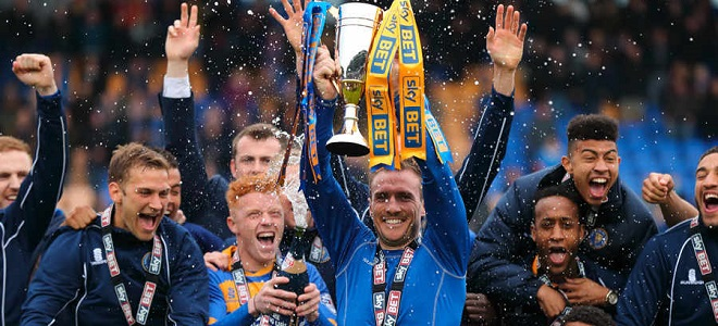 El Shrewsbury celebra su ascenso a League One