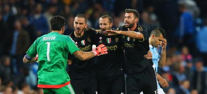 Los jugadores italianos, celebrando (vía @championsleague)