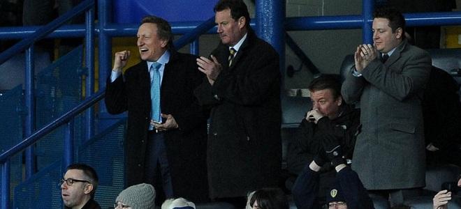 Neil Warnock celebró la victoria del Leeds desde la grada