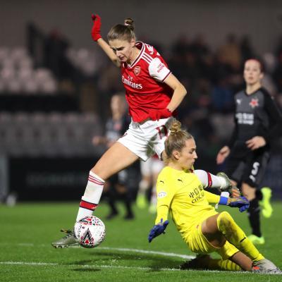 Vivianne Miedema lideró al Arsenal a la siguiente ronda de la Champions