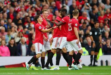 Todo el equipo celebró junto al debutante James su primer gol como 'devil'