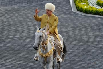 El increíble Gurbanguly Berdimuhamedov