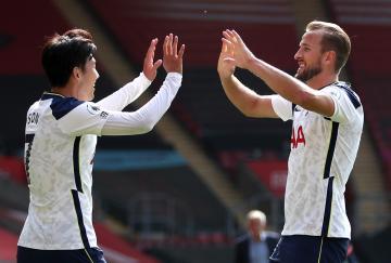 Heung-min Son marcó cuatro goles y Harry Kane le dio las cuatro asistencias