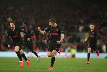 El Atlético de Madrid escapó de Anfield con un triunfo para la historia
