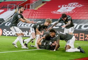Edinson Cavani guió al Manchester United a la victoria en Southampton