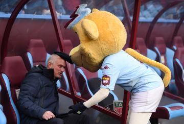 Mourinho salió victorioso con el Tottenham de Villa Park