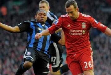 Mucha fuerza y poco gol entre Stoke y Liverpool