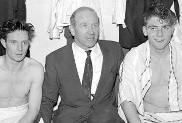 Sir Matt Busby junto a John Berry y Duncan Edwards