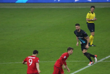 Lewandowski, Muller y Giroud, tres goleadores de la noche (foto de @FCBayern)