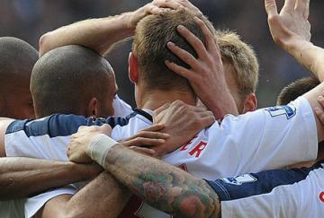 Los goles de Wheater hacen soñar al Bolton con la permanencia