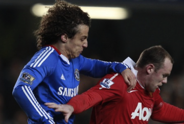 Rooney y David Luiz mantuvieron una dura pugna en Stamford Bridge