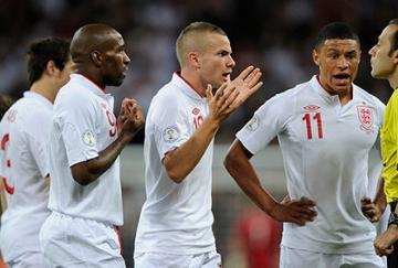 A pesar de las protestas, el árbitro fue benevolente con los ingleses