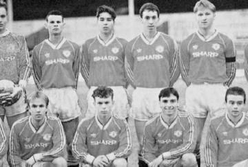 Doherty (abajo a la derecha) en el mismo equipo que Ryan Giggs