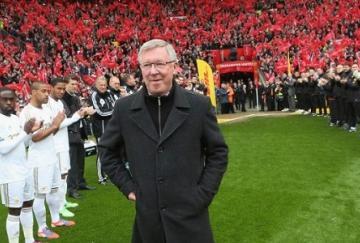Ferguson saliendo al césped de Old Trafford