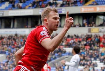 Jhordan Rhodes hizo un doblete para el Middlesbrough