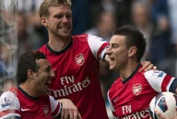 Koscielny y Mertesacker serán claves en las opciones Gunners