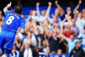 Lampard celebra su gol y Mourinho hace lo propio
