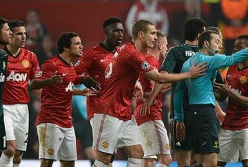La expulsión de Nani provocó la ira de los jugadores locales