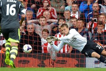 Simon Mignolet evitó el empate del Stoke
