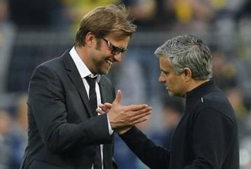 Klopp y Mourinho se saludan