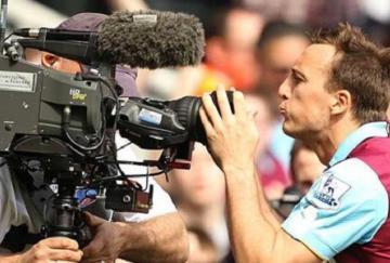 Mark Noble enviando un beso a la cámara