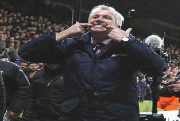 Alan Pardew no está resolviendo las carencias de los Eagles