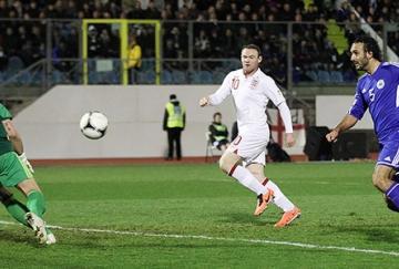 Alessandro Della Valle marcó el primer gol de Inglaterra en propia puerta