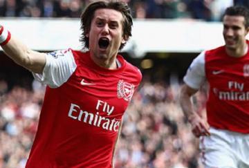 Rosicky culminó su excelente actuación con un gol