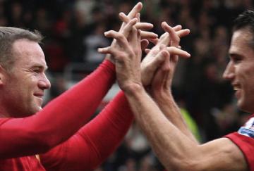 Rooney y van Persie fueron los goleadores visitantes