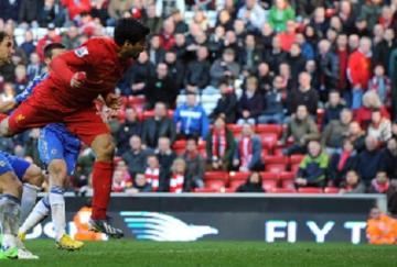 Suárez, protagonista absoluto, cabecea el gol del empate