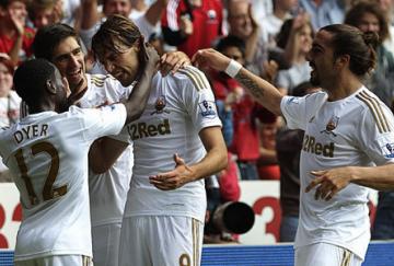 Michu anotó su tercer gol en la Premier League en su segundo partido