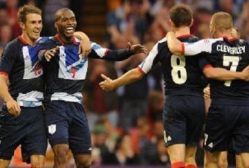 Sturridge celebra el gol con sus compañeros