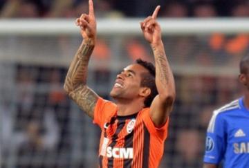 Alex Teixeira marcó el primer gol del partido