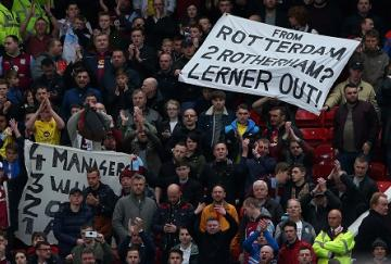 Los aficionados del Villa protestaron en Old Trafford (Alex Livesey/Getty Images