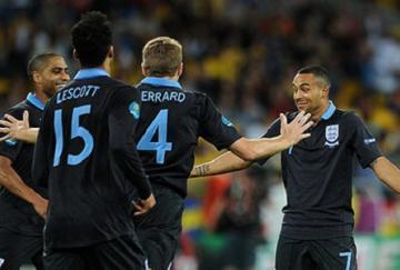 Walcott celebra su gol