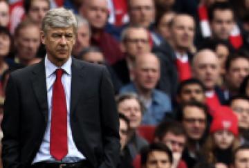 Wenger y los aficionados compartieron la cara de aburrimiento