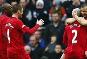 Shaun Maloney celebra el primer gol con Arouna Koné