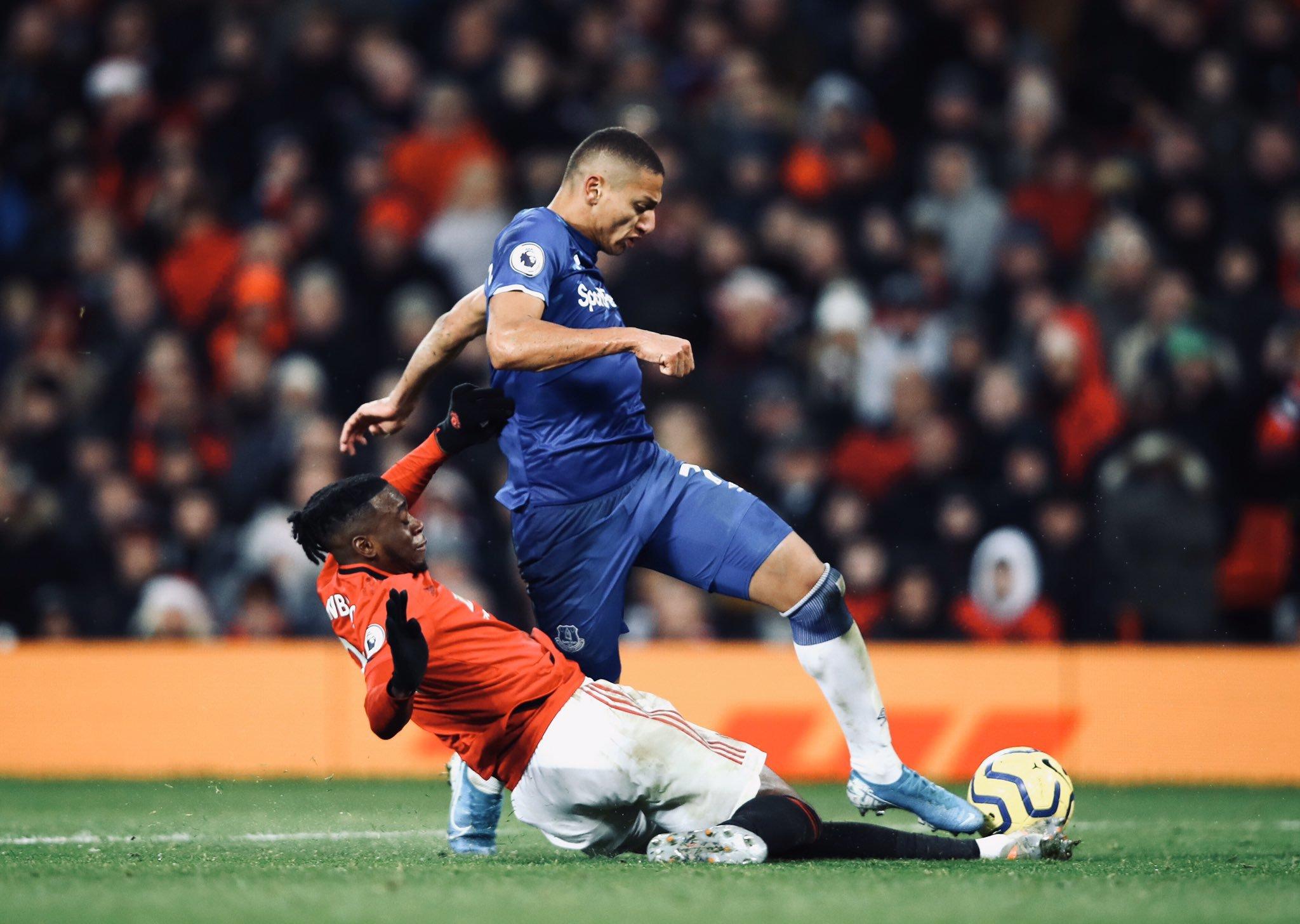 Wan Bissaka tackle
